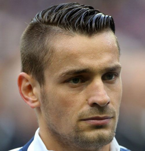 15 Best Soccer Player Haircuts | Soccer players, Athlete ...