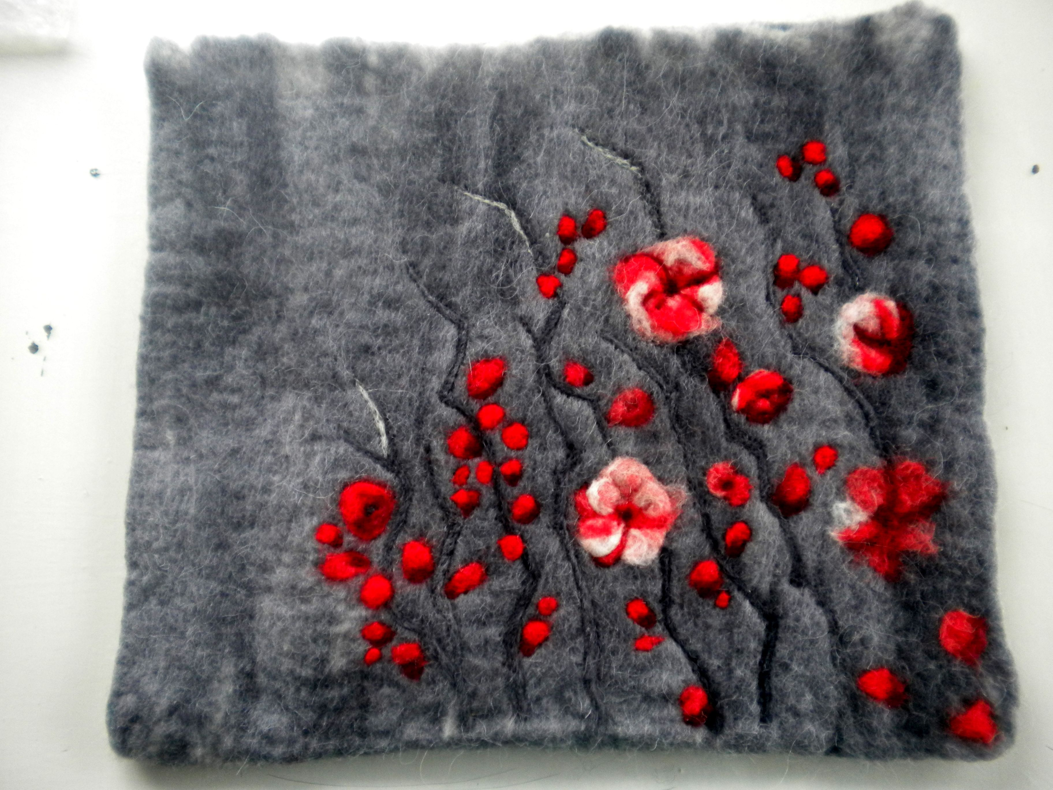 """CEREZOS NOCTURNOS"" handbag. DESIGNED & MADE by NEREIDA BONMATÍ. UNIQUE PIECE. 100% Corriedale wool, hand dyed & wet felted. Some details needle felted By NAÏVE Slow Felt Fashion https://www.kichink.com/stores/naiveslowfeltfashion"