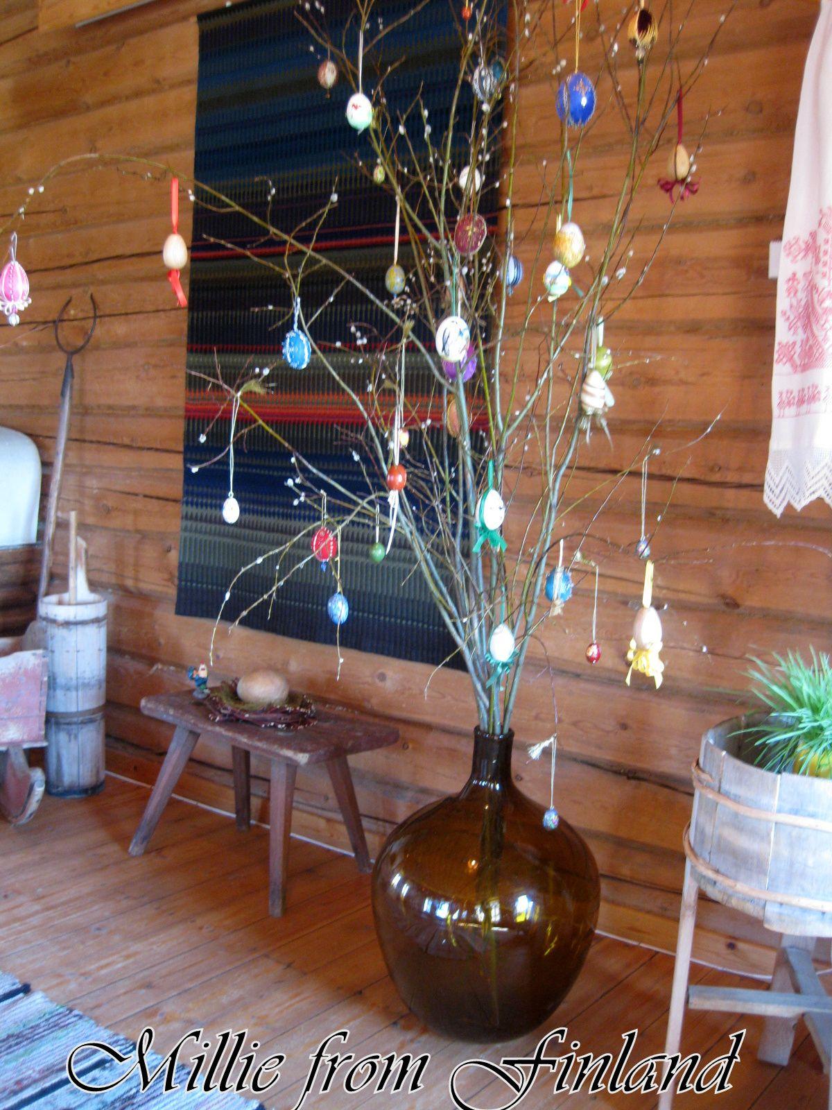 Varmaan jokaisella paikkakunnalla on erilaisia pääsiäistapahtumia, missä kannattaa käydä. Jos lähellä on jokin pääsiäisaiheinen näyttely, siellä kannattaa ehdottomasti käydä koko perheen voimin!