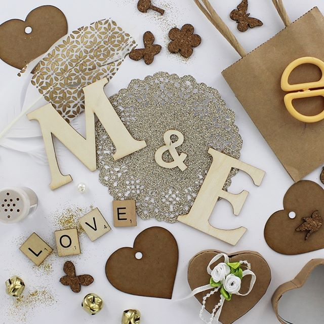 Valentines Craft #valentines #valentine #craft #valentinescrafts #valentinescards #valentinesgifts #valentinesday #heart #letters #feather #glitter #gold    #Regram via @theworksstores