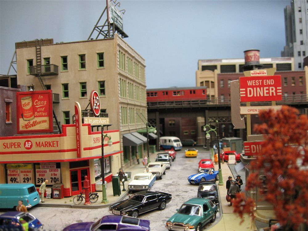 urban layout - 70's vehicles / elevated subway - Model Railroader