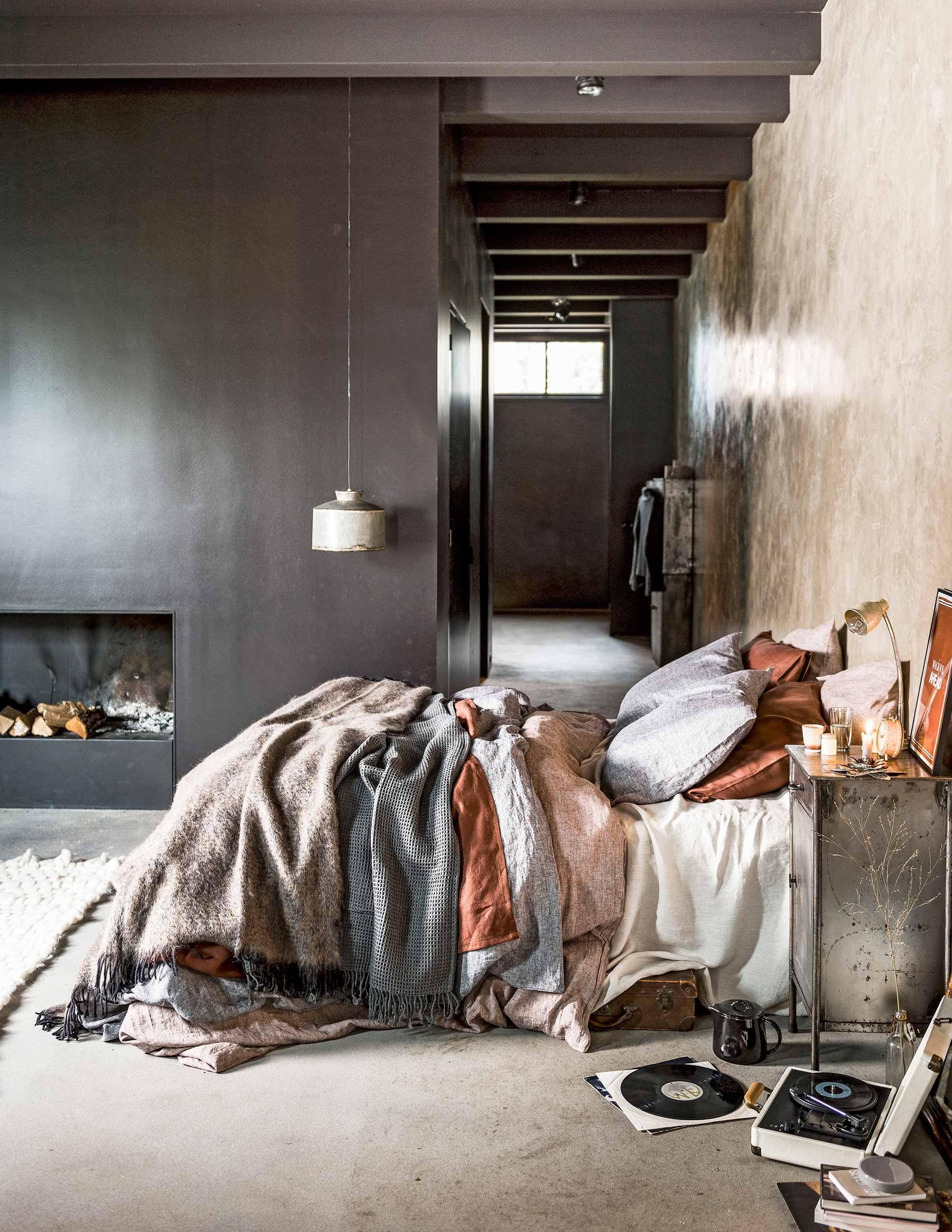 Zachte stoffen in de slaapkamer | Soft fabrics bedroom | vtwonen 02 ...