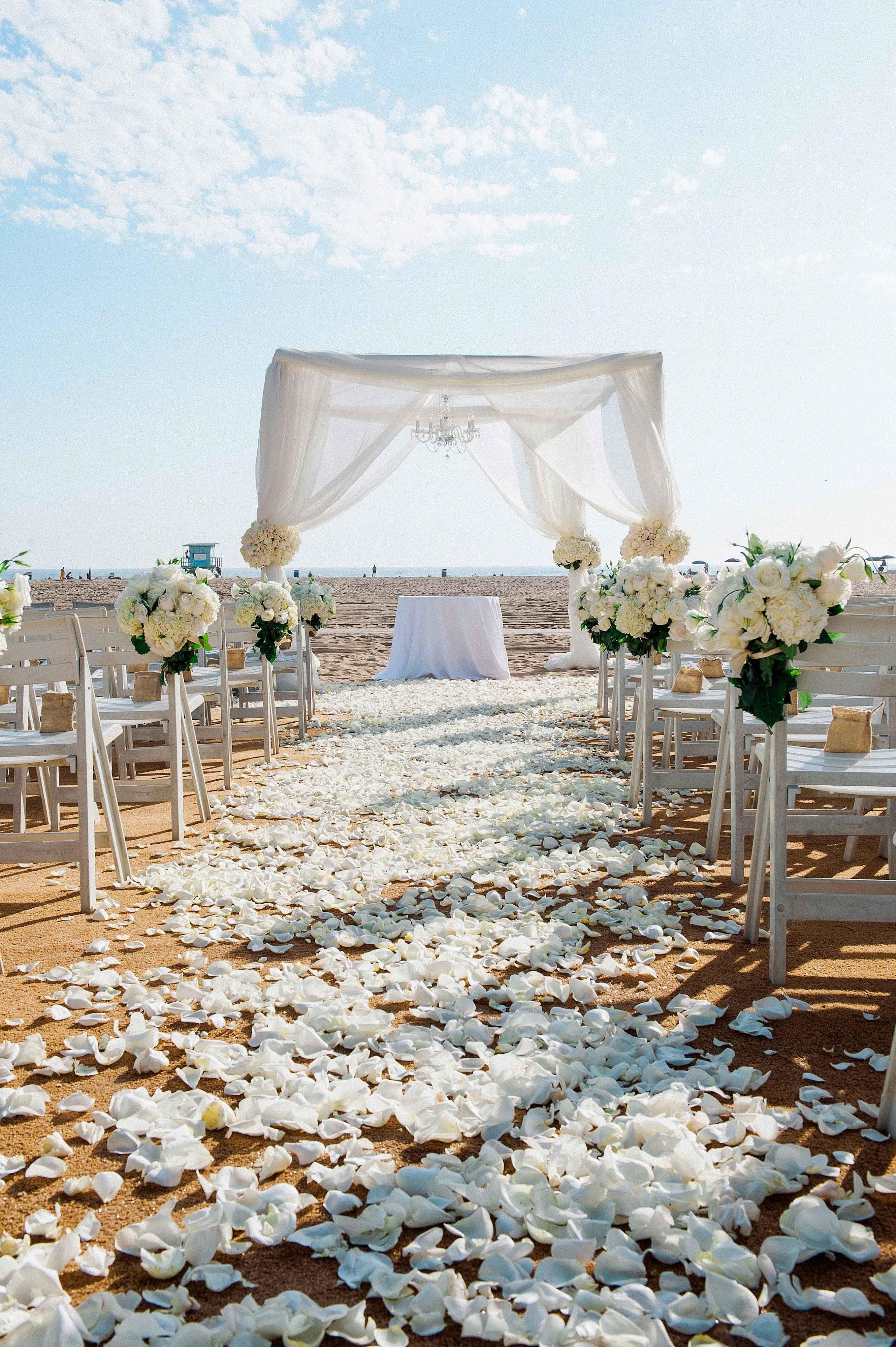 a5b446e8e7 All-White Beach Wedding Photography: Yvette Roman Photography Read More:  http:/
