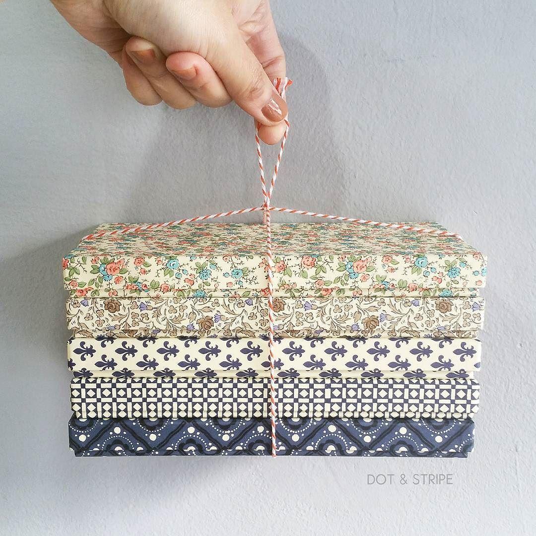 Handmade Boxes #giftwrapping #giftwrap #giftbox #wrappingpaper #handmadebox #handsinframe #ラッピング #ラッピングペーパー #ギフトボックス #ハンドメイド #箱 #선물포장 #포장 #리본포장 #상품권상자 #핸드메이드상자 #핸드메이드 #수입포장지 #포장지 #선물포장대행 #dotnstripe . . by dotnstripe
