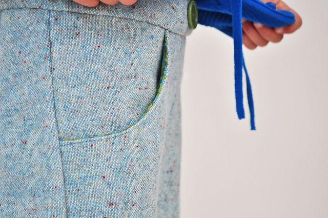 broek met zakken by Oontje, via Flickr