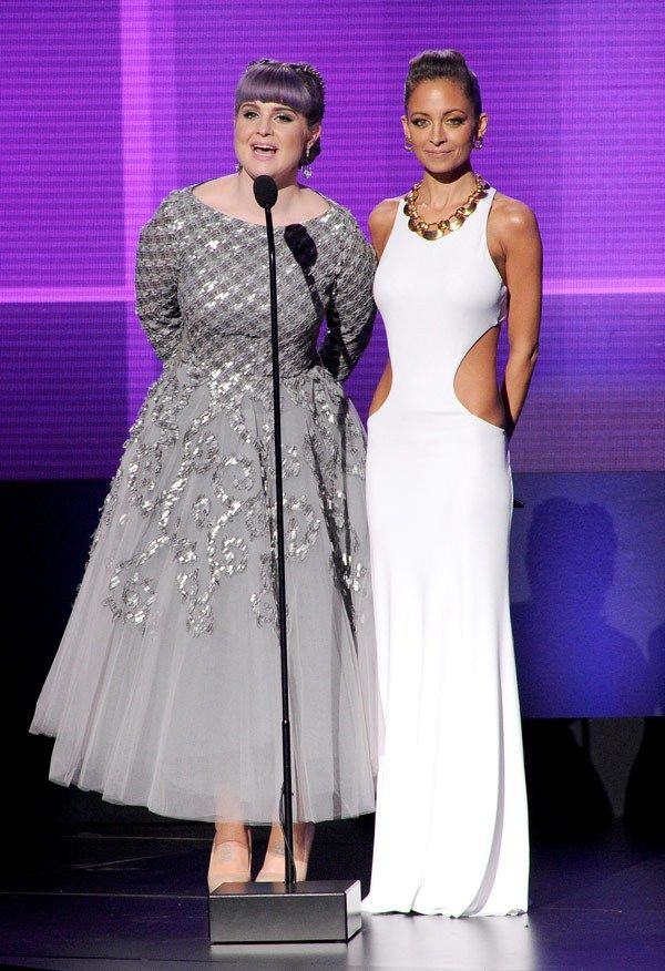 Kelly-Osbourne-Nicole-Richie-ama-awards-2013