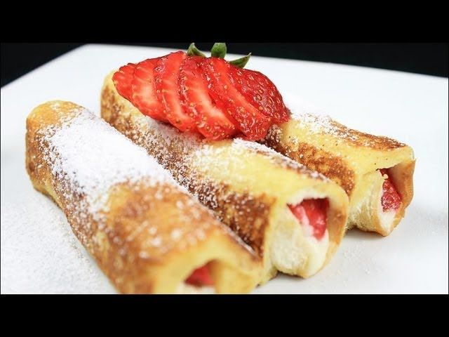 Strawberry French Toast Roll Ups #frenchtoastrollups