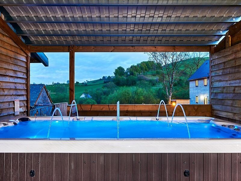 Elevated garden hot tub and endless views romantic and