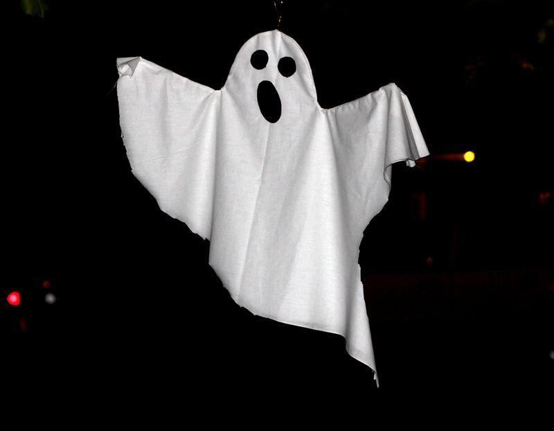 Spøgelse lavet af renseribøjle + stof