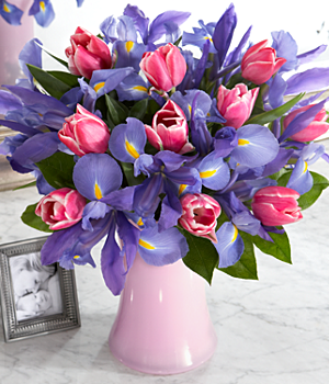 Tulips And Iris This Pink Tulip And Blue Iris Flower Bouquet Is A Perfect Anniversary Flower Gift Or Birthday Flower Gift Orchideen Orchideenpflanzen Blumen