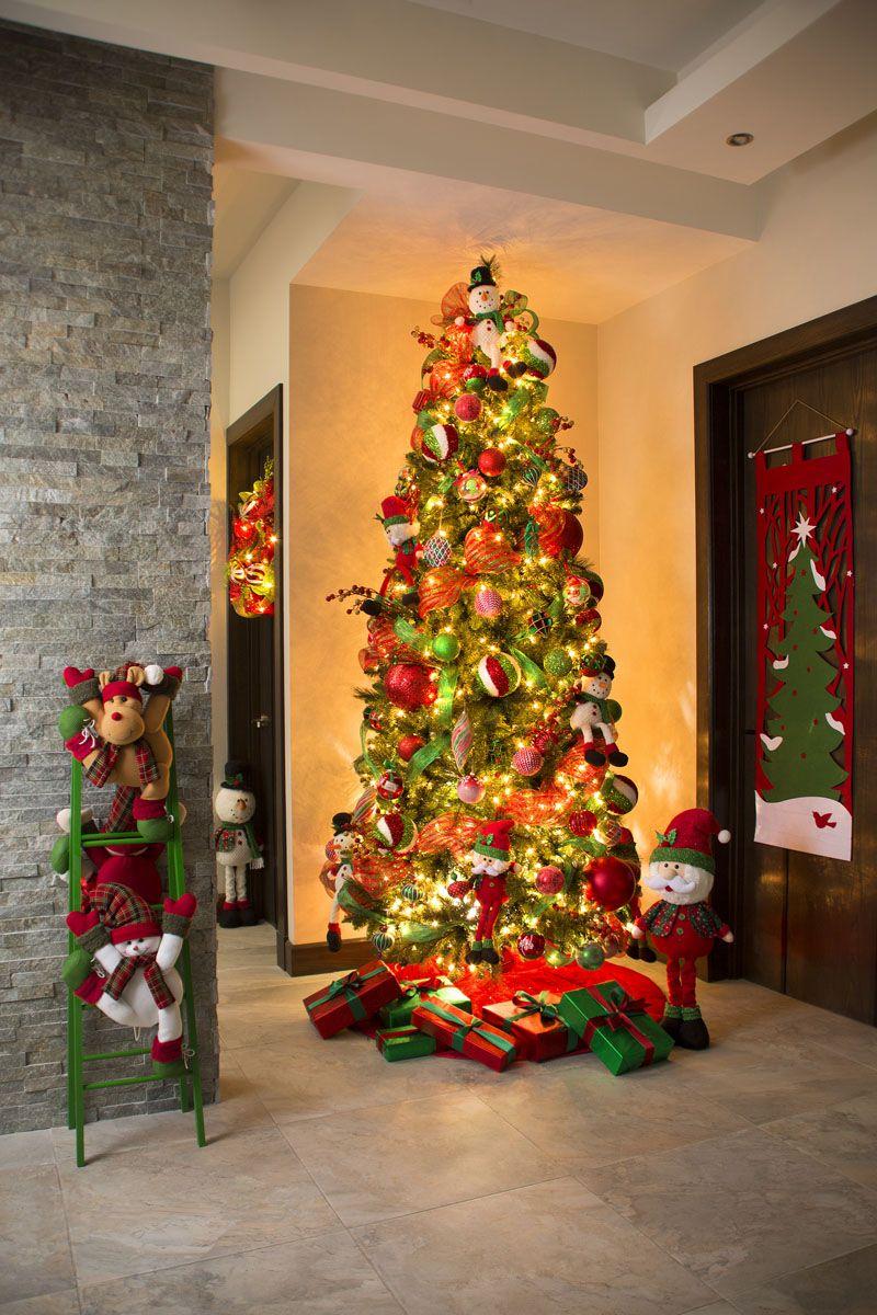 Decoraci n navide a con los tradicionales colores de la - Adornos para navidad ...