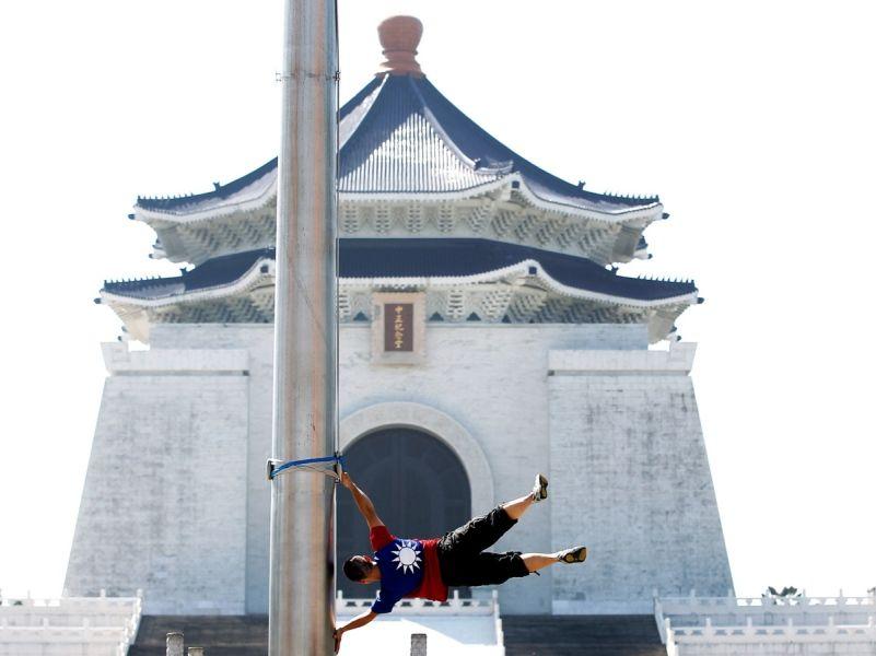Liao Hon-Lin, Taiwan's Human Flag, 2012