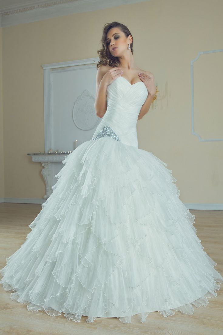 Awesome Huge Wedding Gowns Ensign - Womens Dresses & Gowns ...