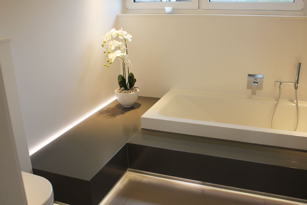badezimmer mit badewanne auf podest  Möbel nach maß, Badezimmer