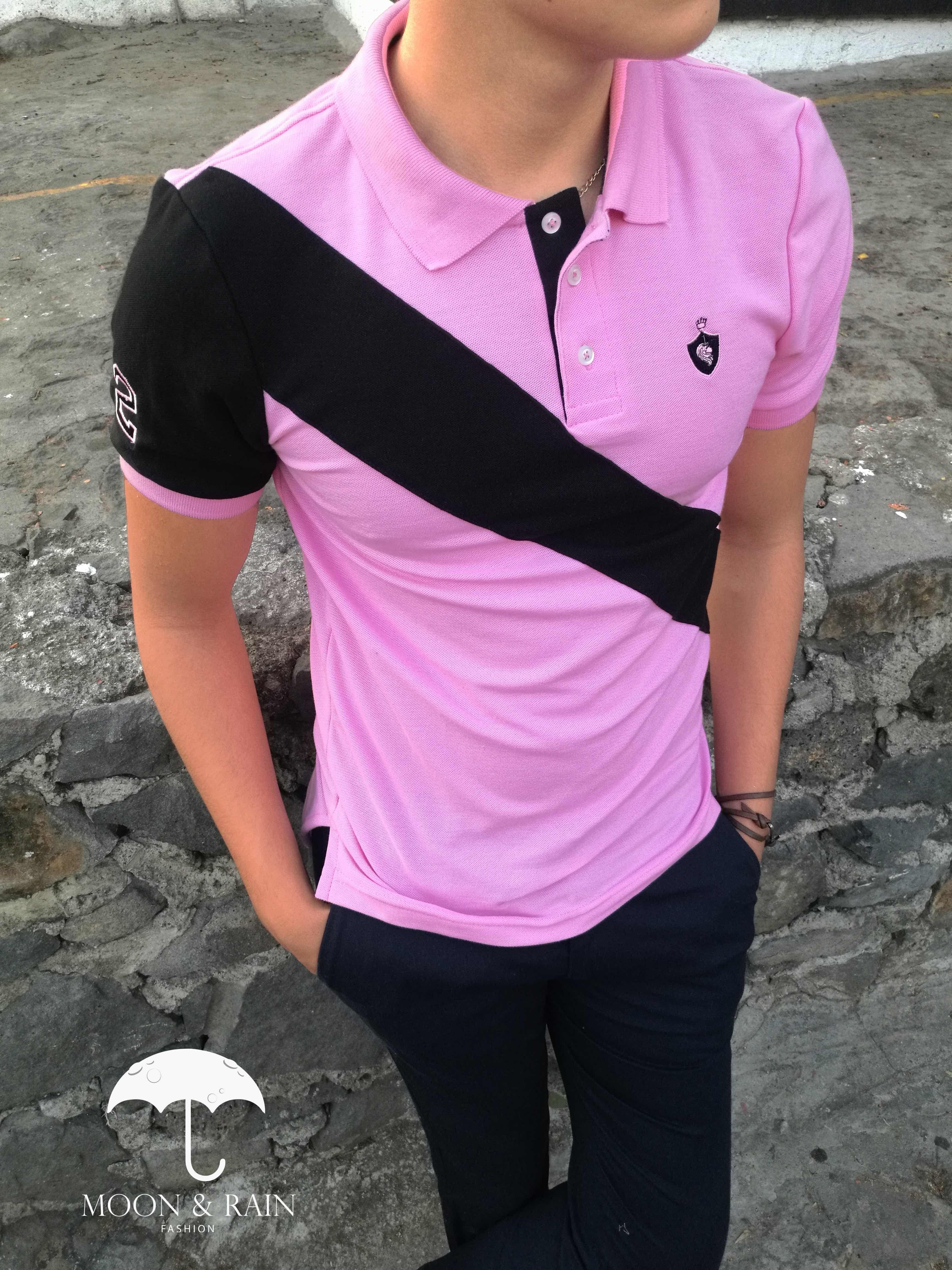 Playera polo rosa con franja negra exclusiva de moon   rain por Tiendas  Platino  menswear 94d379e30ed
