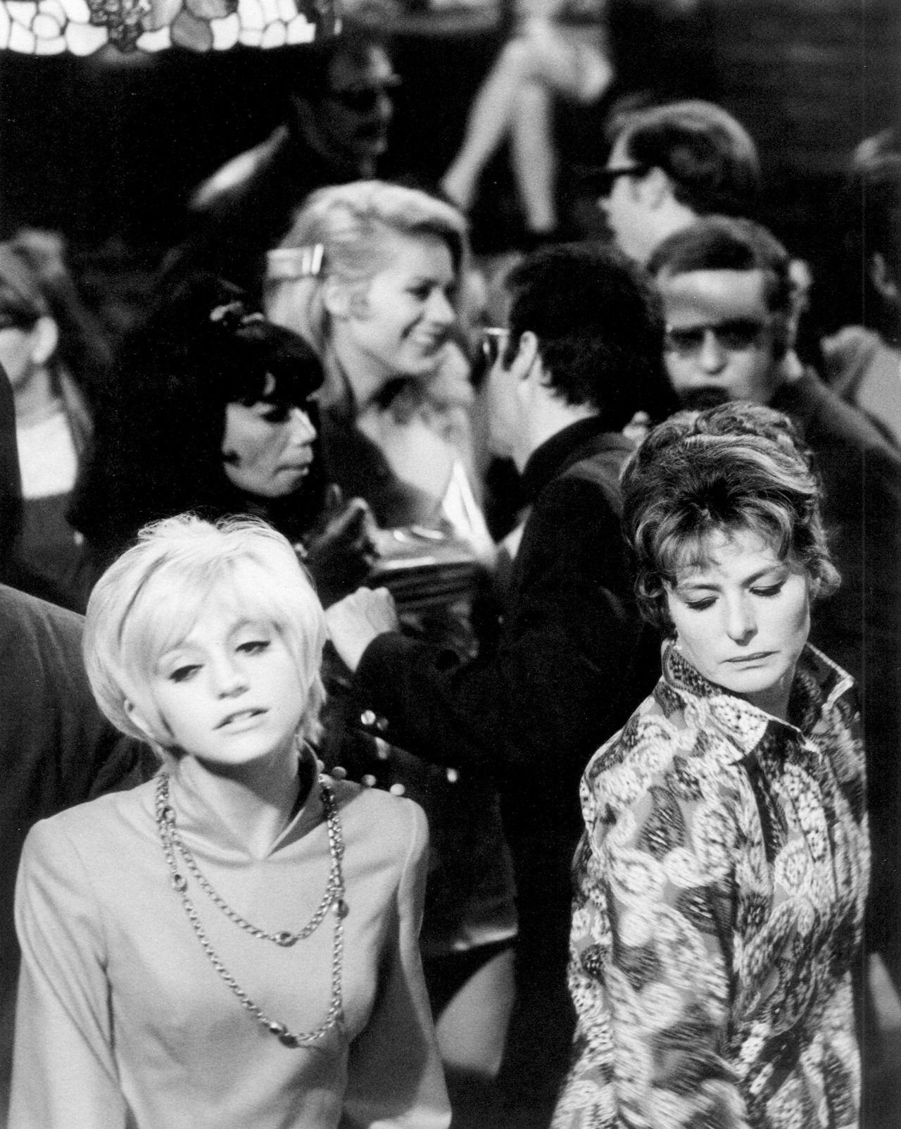 Ingrid Bergman And Goldie Hawn In Cactus Flower 1969 Goldie