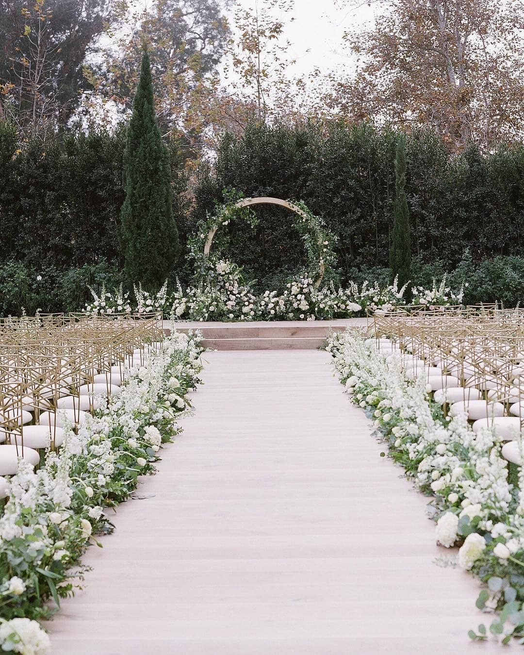 Unique Outdoor Wedding Ceremony Ideas: This Elegant Ceremony Will Be Sure To Take Guest's Breath
