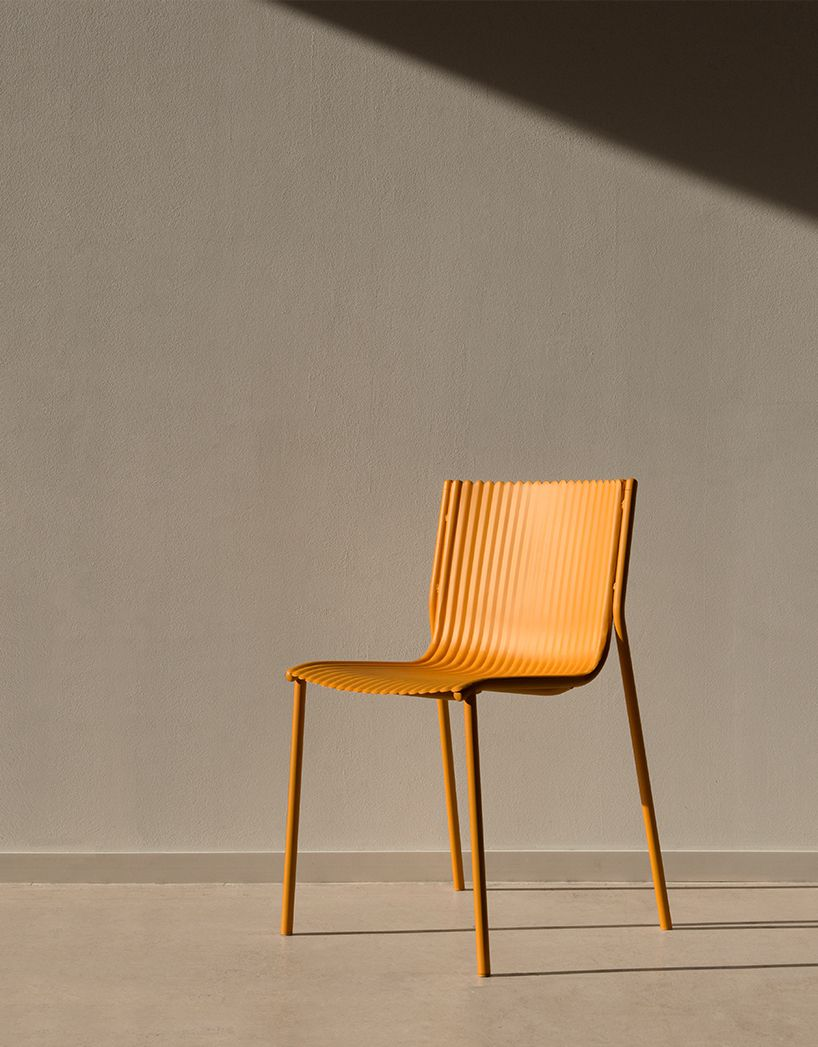 Ilseop yoon develops lightweight aluminum chair with a pleated