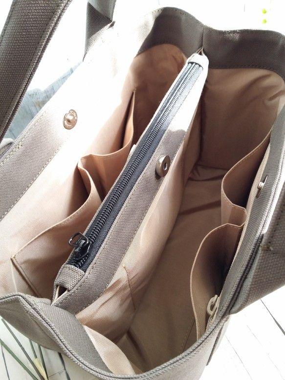 Mサイズ 機能的な間仕切り・ぷっくりハンドル☆カーキグレー   バッグ、トートバッグ、帆布トートバッグ