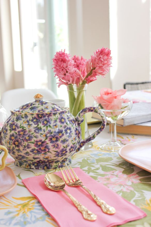 Vintage tea party vintage teapot 9 Tea Party Ideas From A Fabulous Fete