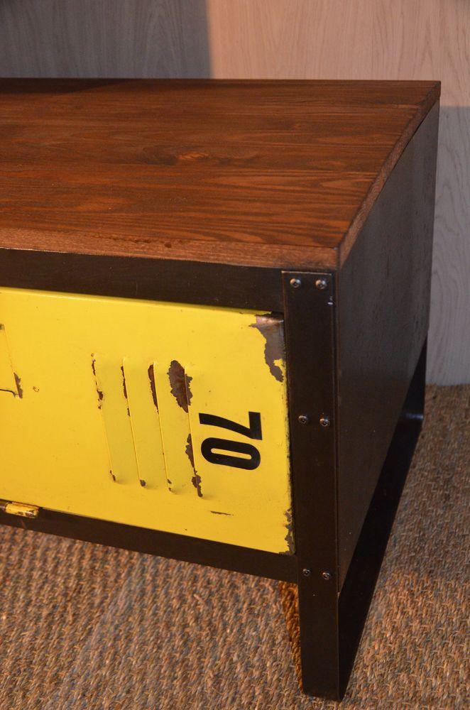Meuble TV bois et métal, réalisé à partir d\u0027un ancien vestiaire