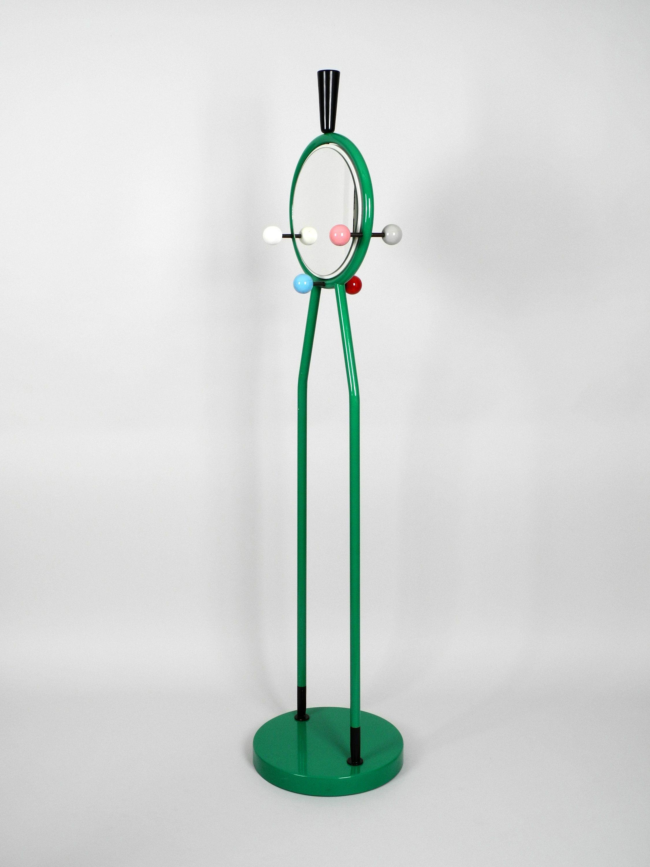 1980er Italienische Bunte Grosse Metall Standgarderobe Mit Beidseitigem Spiegel Im Memphis Style In 2020 Color Round Mirrors Mirror