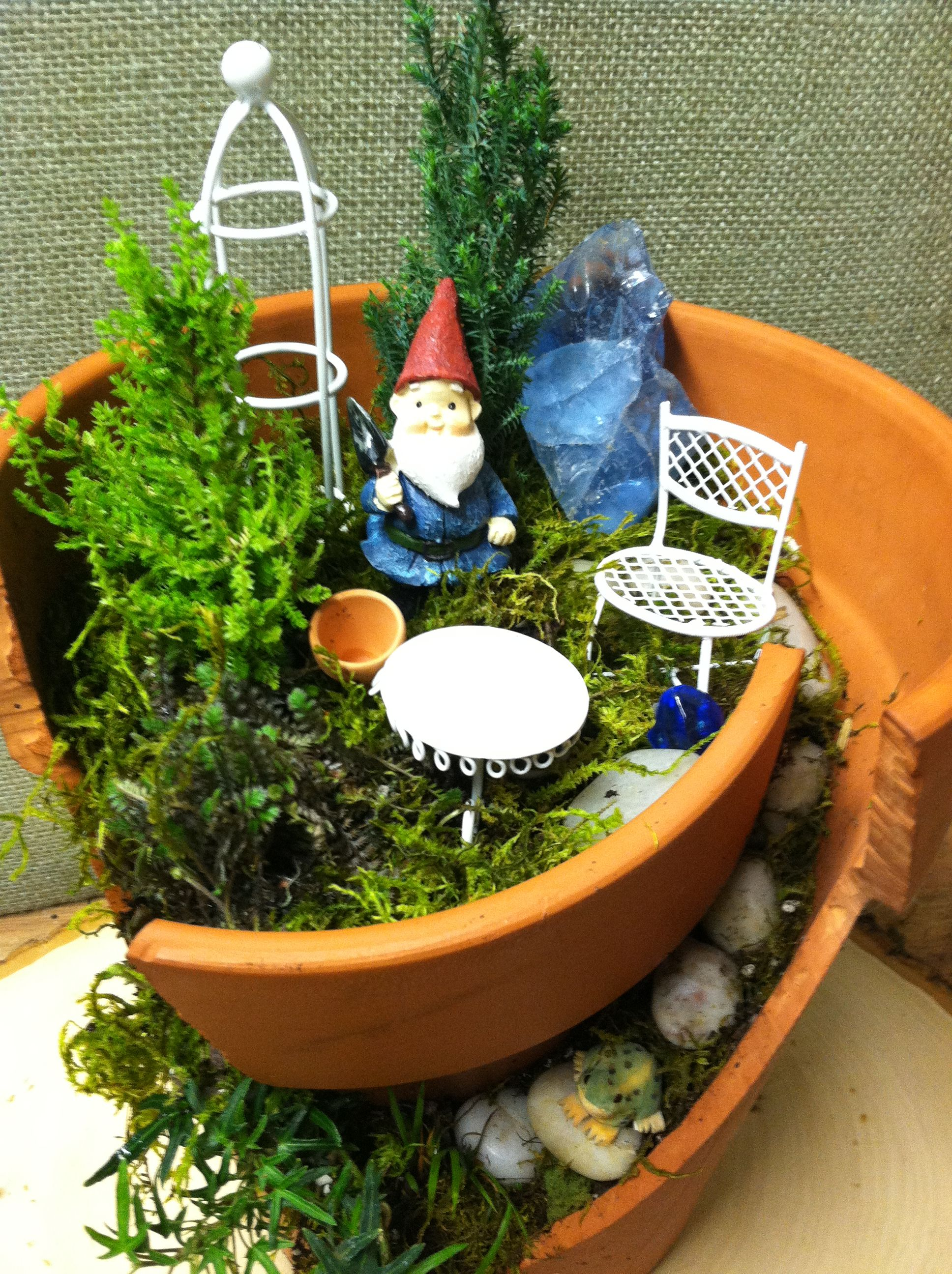 broken pot garden- home for a gnome! | broken pot garden, gnomes