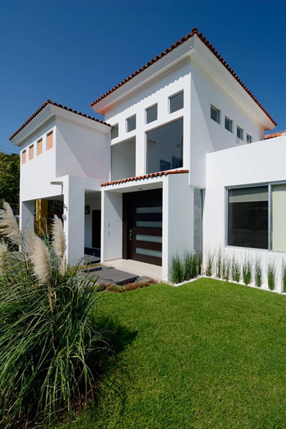 Fachada frontal casas de estilo por excelencia en dise o for Fachada de casas modernas con tejas