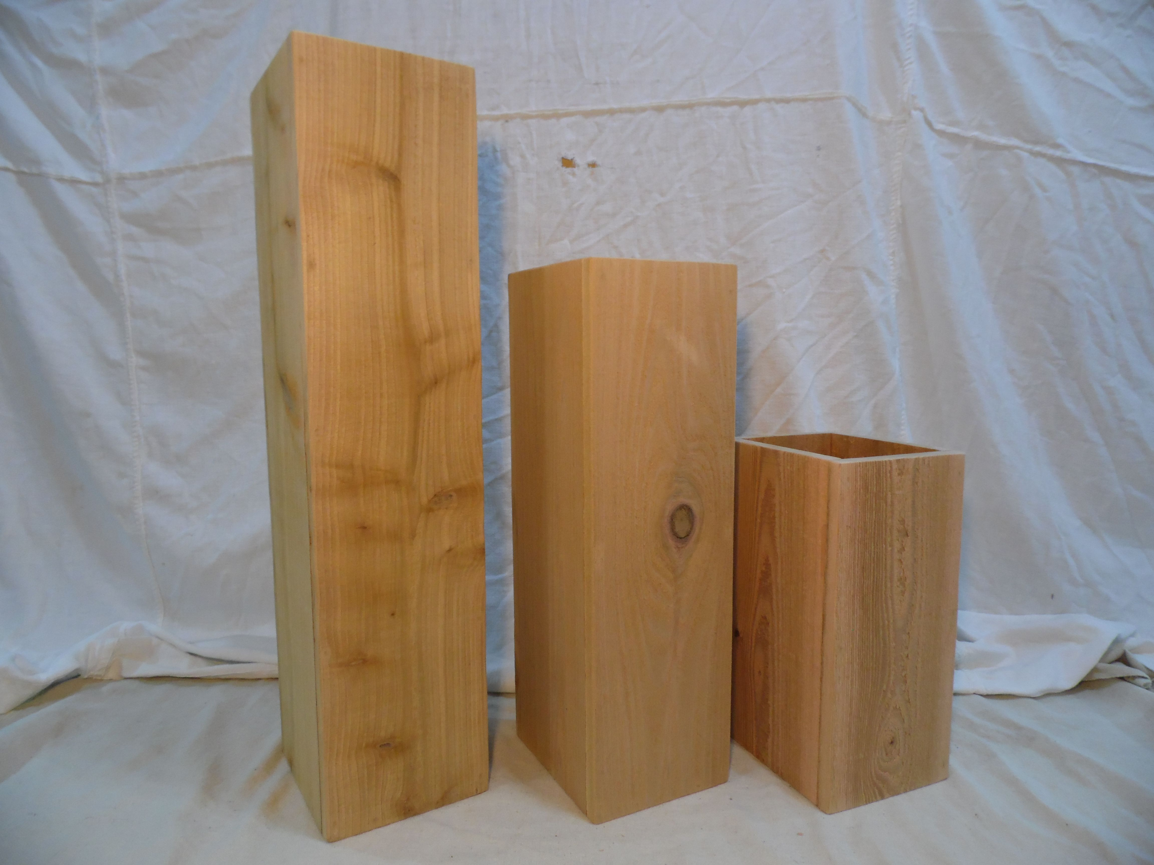 This Set Of 3 Large Cedar Floor Vases Will Work Great With Other Rustic Home Decor Perfect For Sticks Dried Grasses Or O Floor Vase Wooden Vase Rustic House