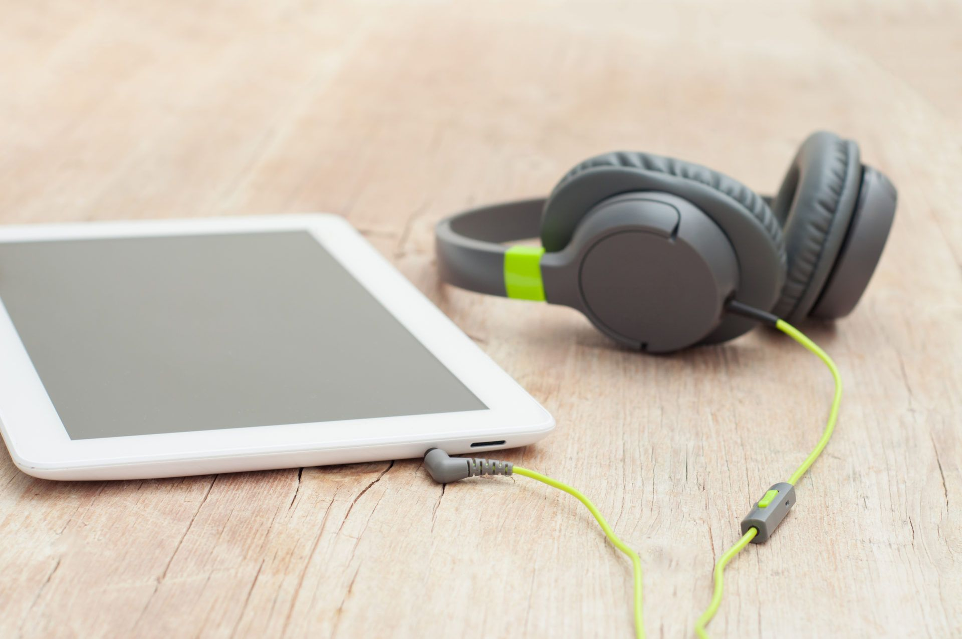 You will always find music in our office! This morning, we are jamming out preparing for a productive day. Check out our blog to learn how it improves productivity and share with us in the comments the last song you listened to at work ----> GO!