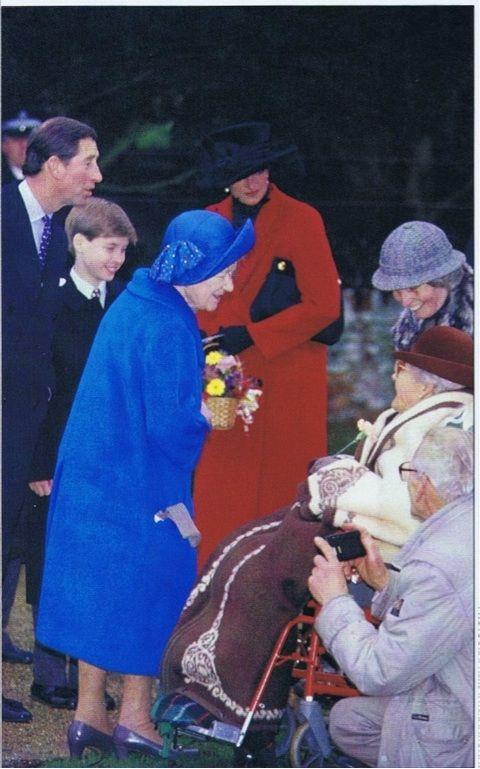 Diana e Charles se separou oficialmente em 1992. No entanto, Diana ainda foi convidado para o Natal. 1993 25 DEC