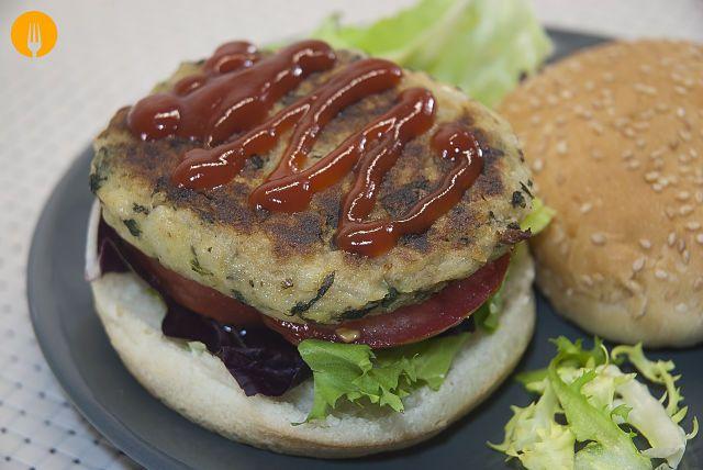 La mejor Hamburguesas de Patatas y Espinacas. Un plato diferente, original y sobre todo más sano que la hamburguesa tradiconal