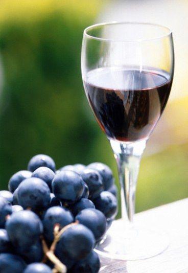 Sposob Przygotowania Nalewka Z Winogron Aromatyczny Przepis Red Wine Wine Alcohol