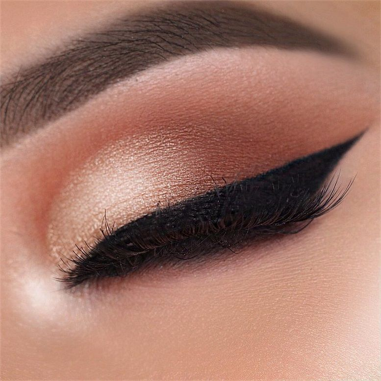 Fabulous eye makeup ideas make your eyes pop : Copper rose gold eye makeup -  morphebrushes 24G palette sigmabeauty Wicked gel liner anastasiabeverlyhills Dipbrow in Dark Brown Eyeliner #eyemakeup #makeup #eyes #beauty
