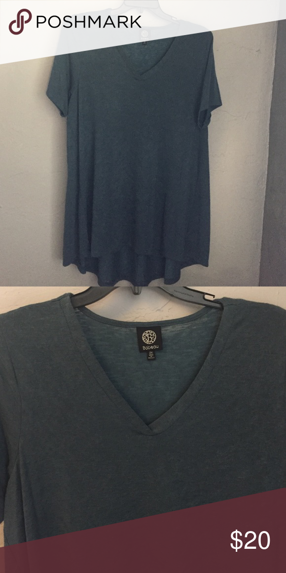 Knit hi/lo top Very soft Bobeau top in turquoise/gray. Longer length in the back makes it perfect for layering with leggings this fall! NWOT! bobeau Tops