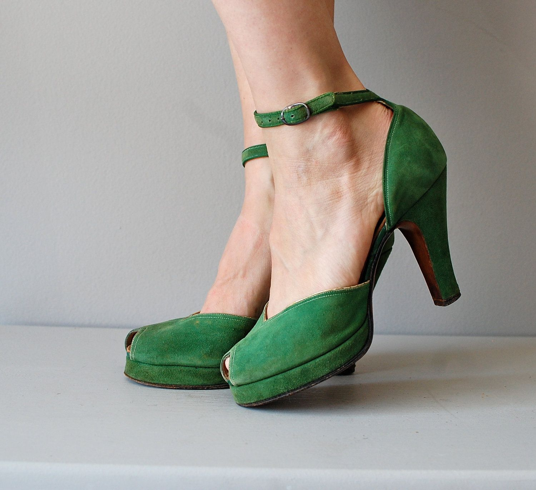 1940s shoes / 40s platform heels / green shoes / Sardonyx heels