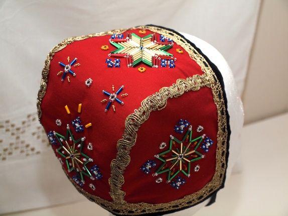 Lue til barn. Kan brukes til Hardangerbunad , Voss bunad, Fanabunad eller festdrakt. Kan brukes lenge, fra barnet er ca ...