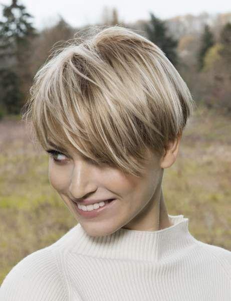 Les coupes courtes qui rajeunissent | Coupe de cheveux, Coiffures cheveux courts et Cheveux courts