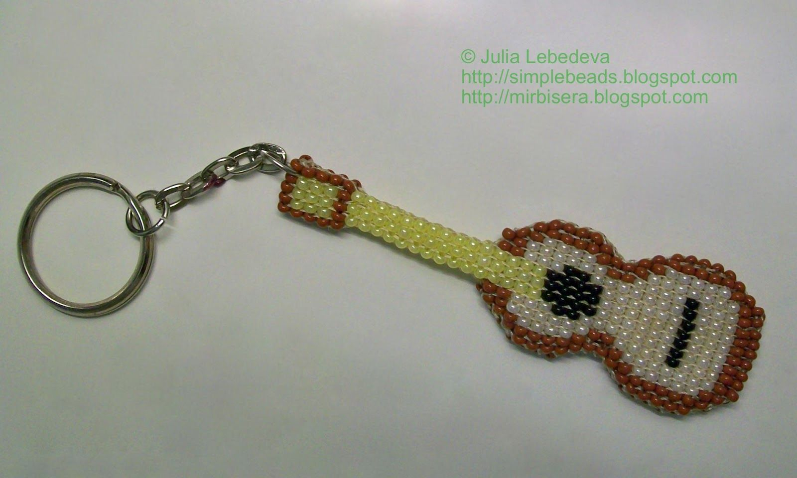 beaded_guitar_01.JPG 1.600×960 piksel