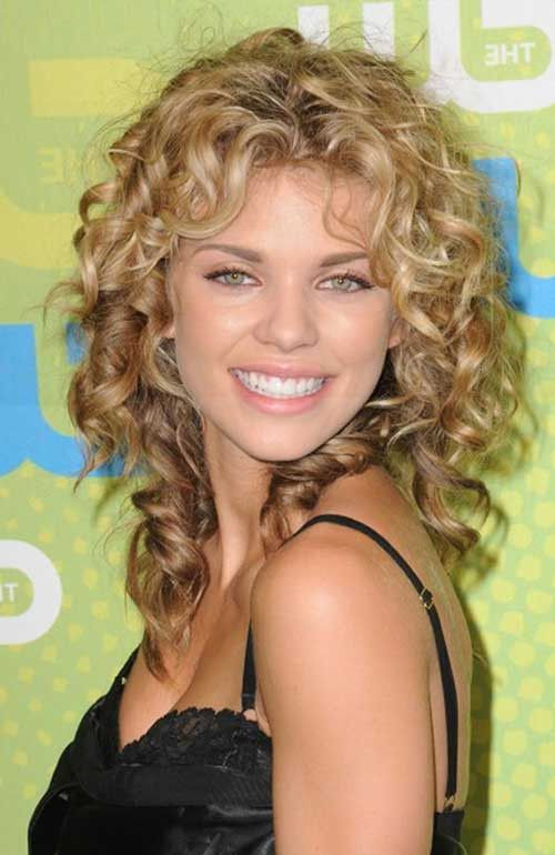 20 Long Curly Hairstyles For Round Faces New Curly Hairstyles For
