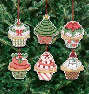 CHRISTMAS CUPCAKE ORNAMENT