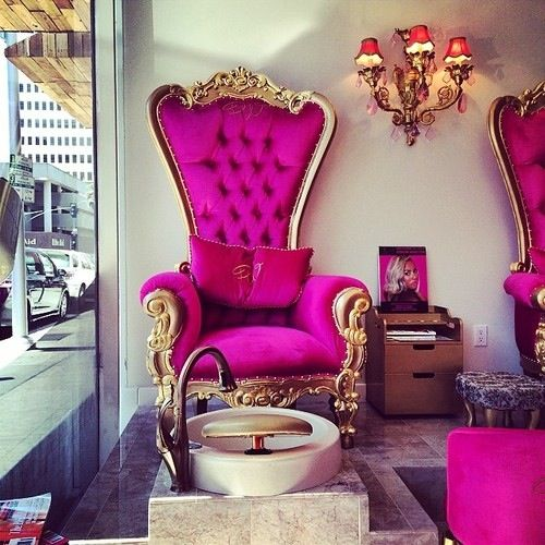 I NEEEEEED these chairs when we have a brick And mortar ...