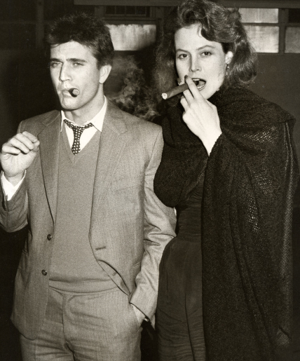 mel gibson and sigourney weaver smoke that cigarette