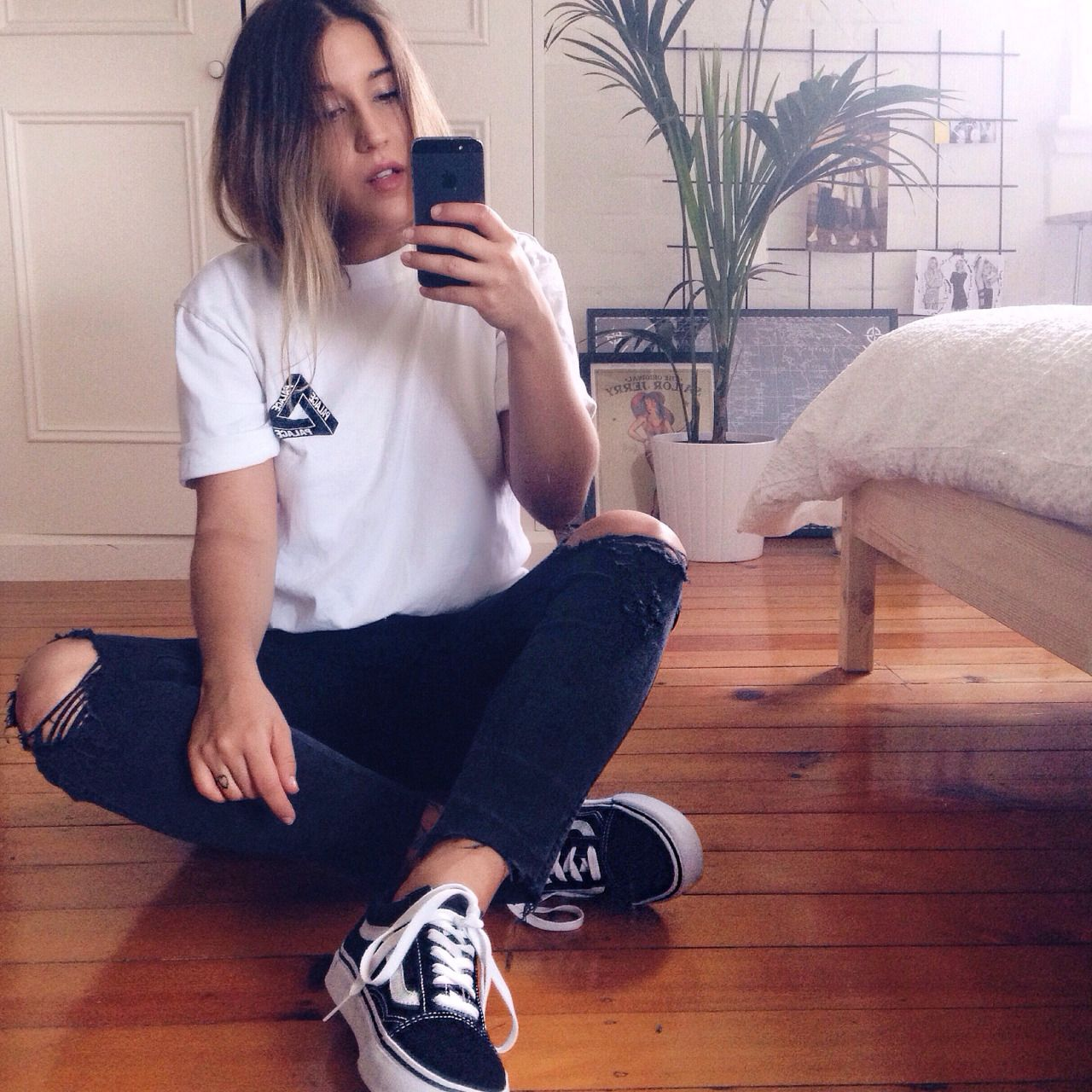 Black and white outfit + black and white Old Skools.