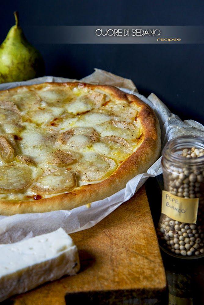Pizza di kamut con pere e gorgonzola