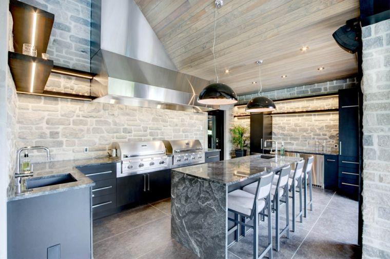 Idea per come costruire una cucina in muratura con isola adibita a