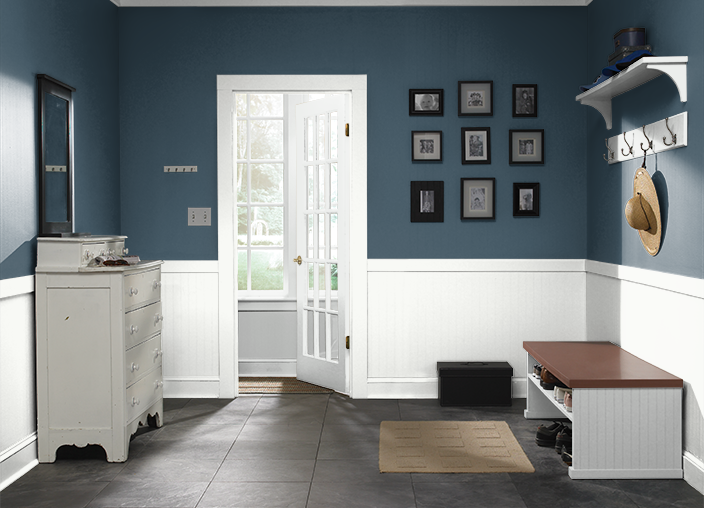 ULTRA PURE WHITEPPU18 6NOCTURNE BLUEHDC CL 28 Bathroom color