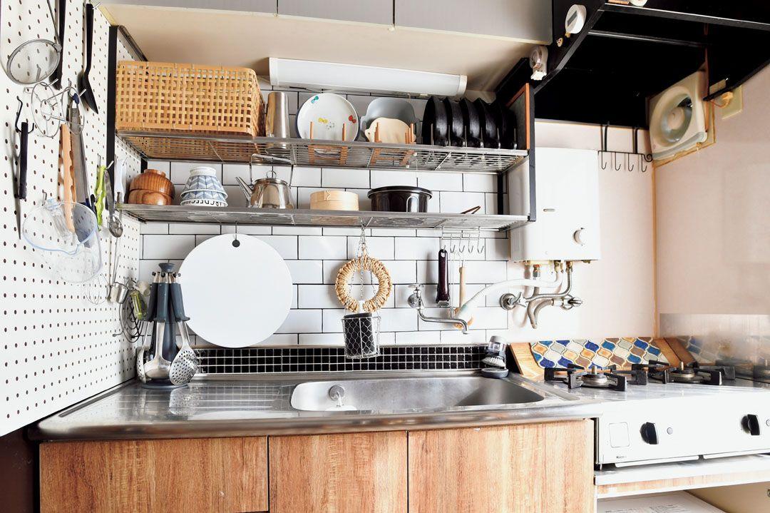 有孔ボードとフックで 2畳の狭小キッチンが快適に 団地キッチン
