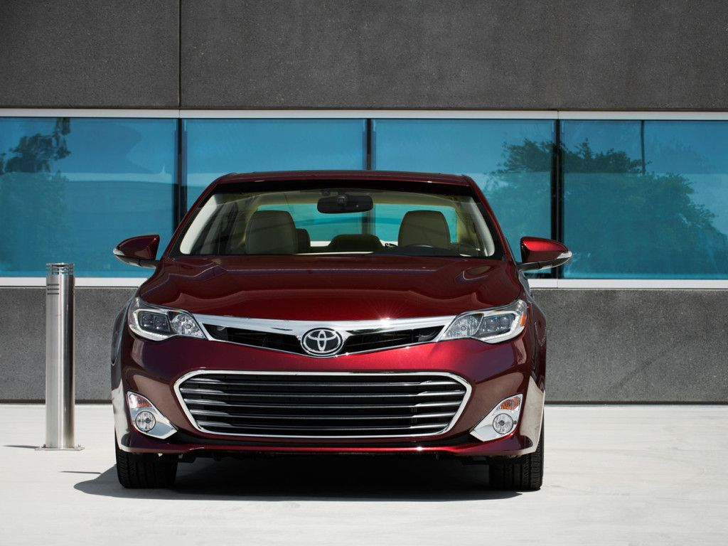 2015 toyota avalon on top 10 best gas mileage luxury cars
