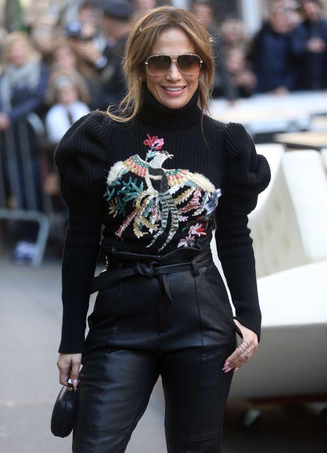 Je to naozaj ona? Zabudnite na Jennifer Lopez s vyžehlenými vlasmi: Kedysi vyzerala skôr ako Saxana! | Casprezeny.sk